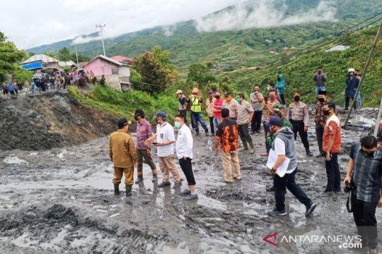 Diterjang longsor, jalan nasional Kerinci-Padang belum bisa dilewati