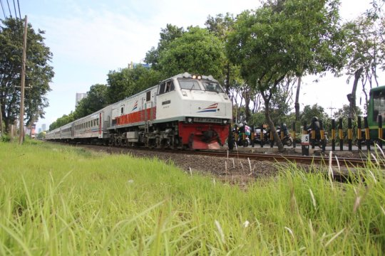 Daop Surabaya batalkan seluruh perjalanan KA penumpang jarak menengah