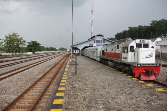 Relasi lima KA di wilayah Daop 8 Surabaya diperpendek