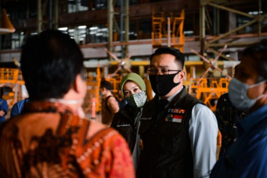 Gubernur Jabar tinjau ventilator Indonesia yang diproduksi PTDI