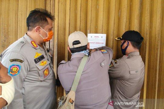 Satpol PP Kartini segel tiga tempat usaha karena melanggar PSBB