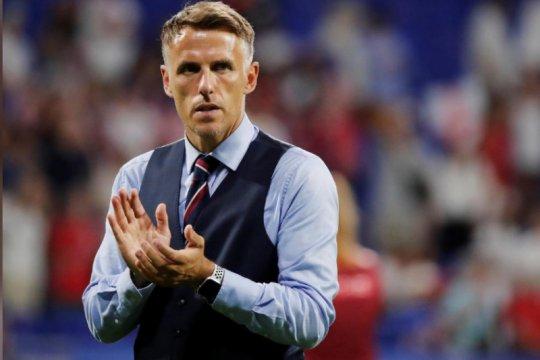 Phil Neville mundur dari kursi pelatih timnas putri Inggris
