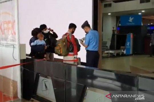 Calon penumpang masih berdatangan ke Bandara Halim