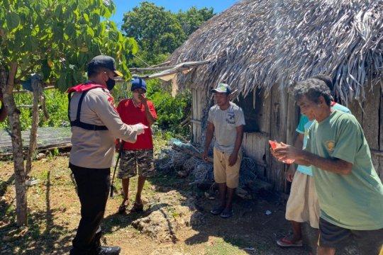 Kapolda NTT bagikan ratusan sembako di Pulau Semau
