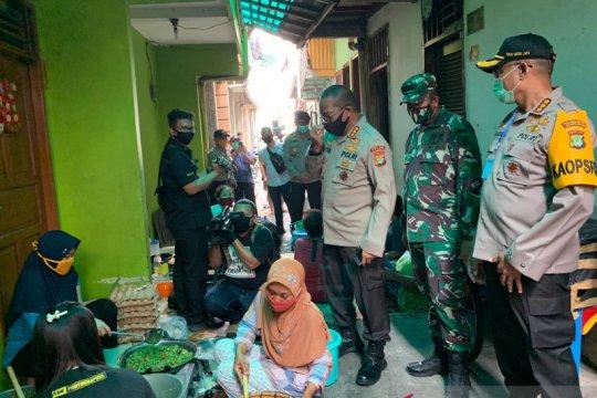 Berbagi berkah Ramadhan, polisi berdayakan warteg dan ibu-ibu PKK