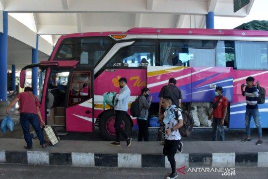 Suasana terminal Mengwi Bali saat penerapan larangan mudik
