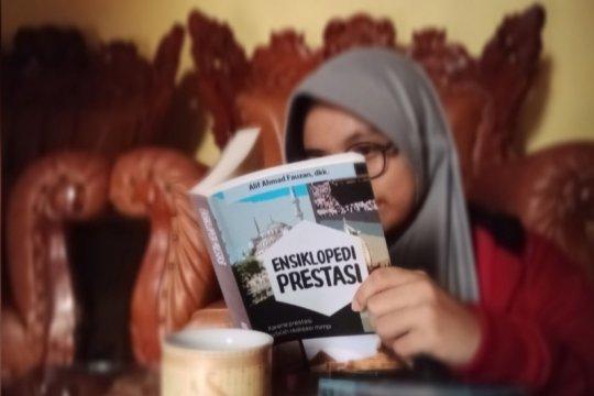 "Pandemi COVID-19, Siswa SMP Athirah Bone rilis ""Ensiklopedi Prestasi"""