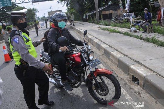 Pemeriksaan pemudik di perbatasan Bekasi-Karawang