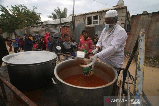 Warga Palestina bagikan makanan gratis di jalur Gaza