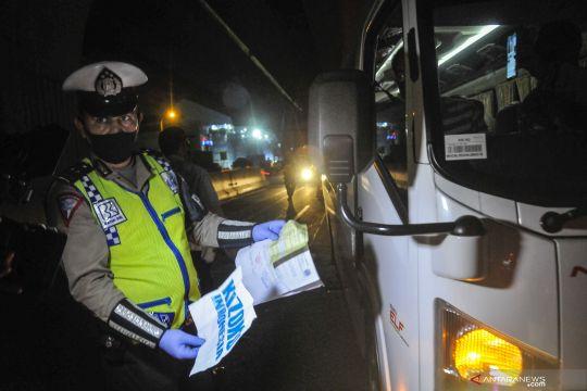 12 kendaraan ditahan karena membawa pemudik di Kalideres