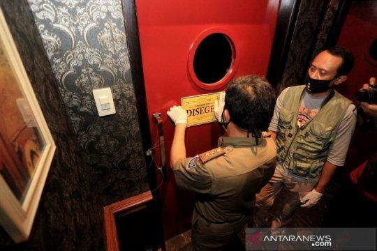 Satpol PP tutup paksa 20 toko yang langgar aturan PSBB di Kota Bandung