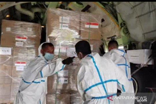Hercules TNI-AU angkut APD dari Singapura dan Kamboja