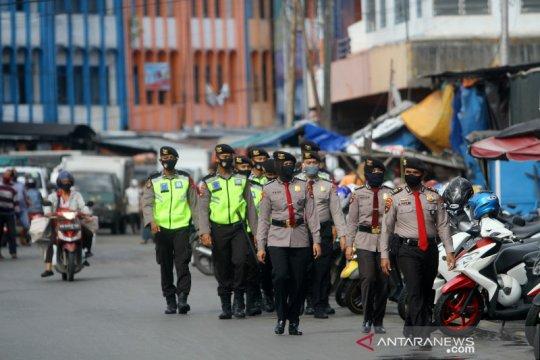 Polisi patroli penegakan aturan PSBB di Banjarmasin