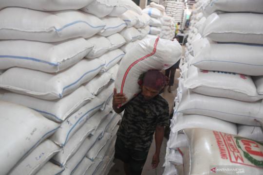 Harga beras di Pasar Induk Cipinang stabil saat perpanjangan PPKM
