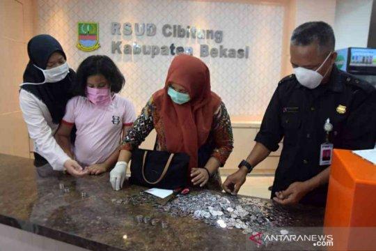 Kakak beradik di Bekasi sumbangkan celengan untuk bantu rumah sakit