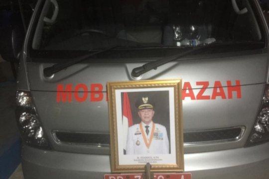 Warga diusir petugas dari lokasi pemakaman Wali Kota Tanjungpinang
