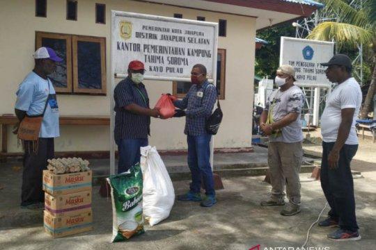 Intelkam Polda Papua berikan sembako kepada warga Kayu Pulo