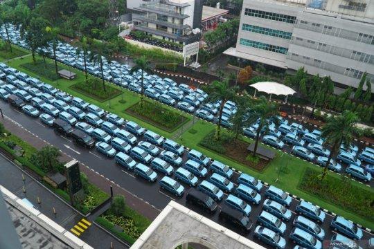 Peduli saat pandemi, 400 paket sembako disalurkan pada sopir taksi