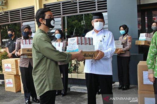 Gibran alihkan relawannya kegiatan kemanusiaan tangani COVID-19