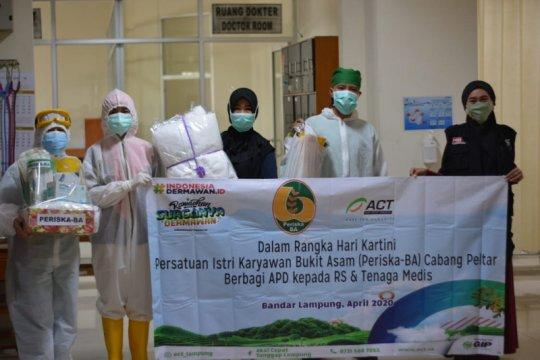 ACT Lampung salurkan bantuanAPD dari Periska-BA ke tiga rumah sakit