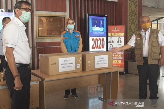 Menkumham salurkan 2.000 paket bansos bagi warga Tangsel dan Bekasi