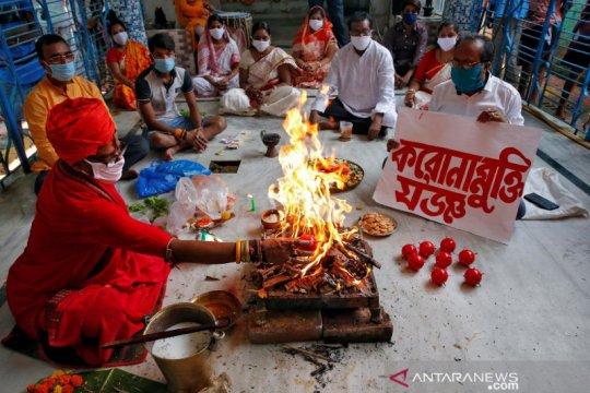 India akan buka kembali kuil, tetapi tanpa percikan air suci