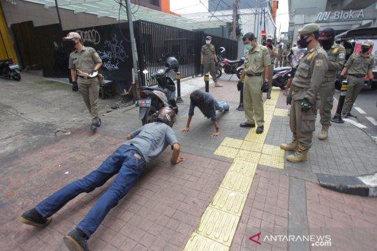 Hukuman push up bagi warga yang tidak pakai masker