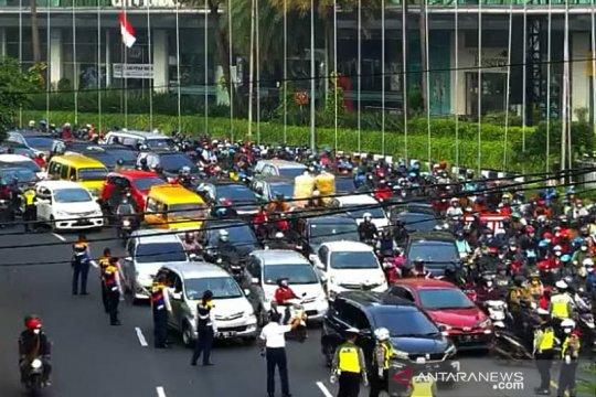 Kemacetan terjadi di perbatasan Surabaya-Sidoarjo hari pertama PSBB