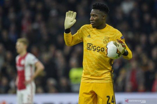 Dikaitkan dengan Barca dan Chelsea, kiper Ajax akui ingin pindah