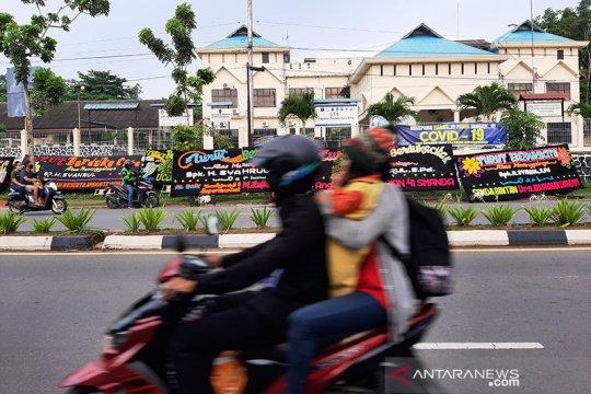 Tanjungpinang banjir papan bunga untuk Wali Kota Syahrul