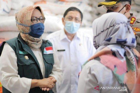 Bupati Bogor borong 18.000 ton beras Bulog untuk bansos