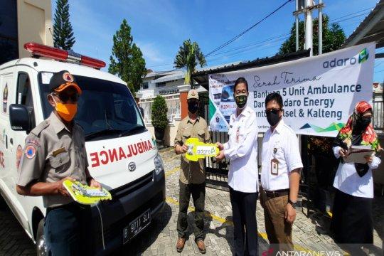 Adaro serahkan 5 ambulans untuk pasien COVID-19 di Kalsel dan Kalteng