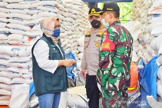 TNI-Polri kawal distribusi bansos beras di Bogor