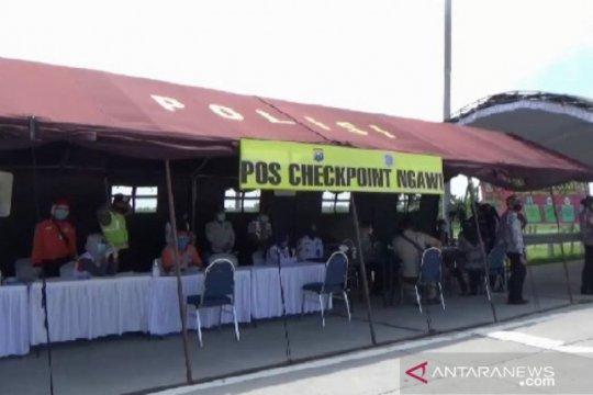 Ribuan kendaraan pemudik dipaksa putar balik di Ngawi