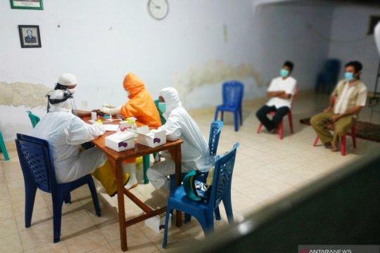 Puluhan jamaah masjid Ridha Makassar jalani rapid test