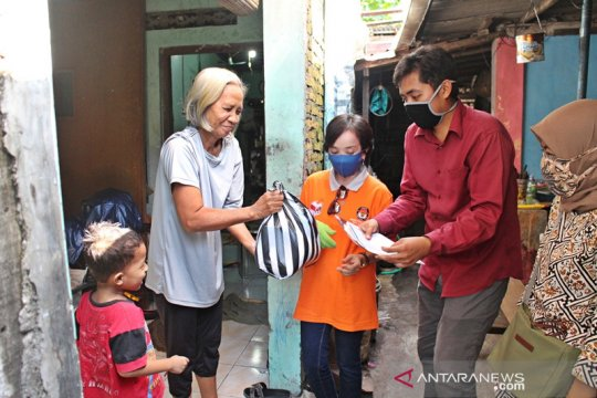 KPU Surakarta berbagi di tengah pandemi COVID-19