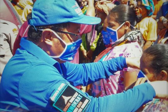 Partai Demokrat bagi masker di kawasan perbatasan NTT-Timor Leste