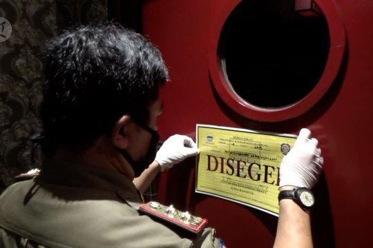 Beroperasi saat pandemi, tempat hiburan di Bandung disegel Satpol PP