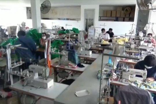 Berpartisipasi perangi pandemi, industri garmen di Denpasar produksi APD