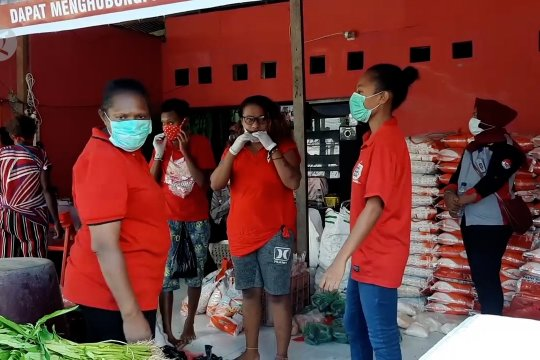Pemkot Jayapura bagikan 6.741 paket bantuan keluarga miskin