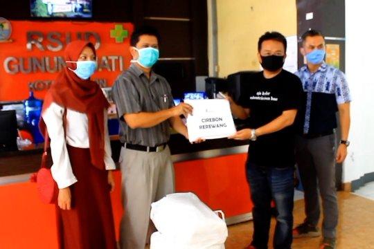 Masyarakat Cirebon gotong royong sumbang APD