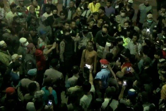 Ratusan sopir truk protes pemberlakuan tiket daring