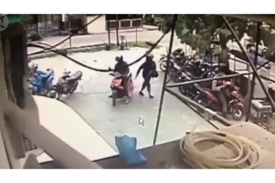 Dua OTK serang polisi di Bank Syariah Mandiri Poso, satu luka-luka
