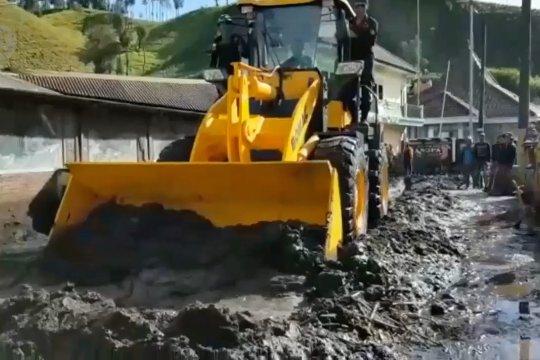 Banjir lumpur terjang permukiman di lereng Gunung Semeru