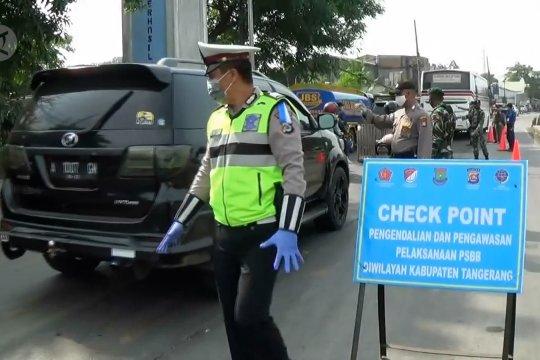 Hari pertama PSBB, bupati pantau perbatasan Tangerang-Serang