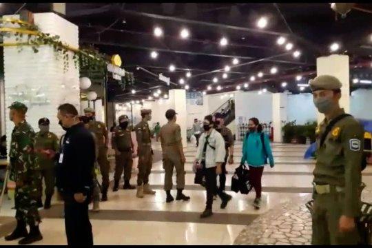 Satpol PP razia keramaian pusat perbelanjaan di Kota Bandung
