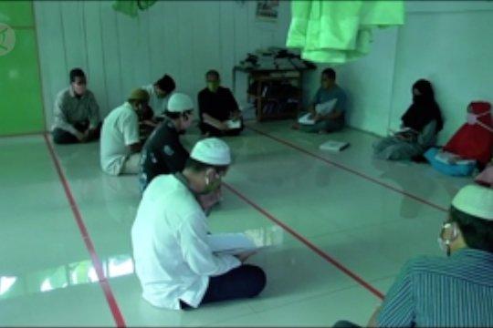 Tadarus Al Quran tuna netra di tengah pandemi, tak seramai biasanya