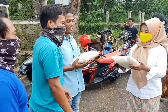 Jurnalis Cilegon bantu warga terdampak COVID-19