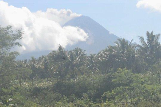 Merapi kembali semburkan abu vulkanik 3.000 meter