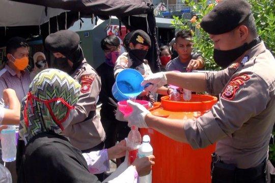 Polda Kalteng bagikan cairan antiseptik gratis kepada warga